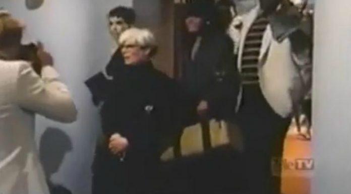 """Andy Warhol num episódio de """"O barco do amor"""", em 1985"""