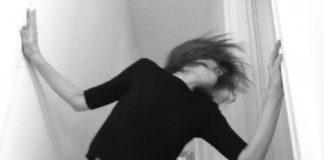 """Juliana Hatfield na maior animação no clipe de """"Short-fingered man"""""""