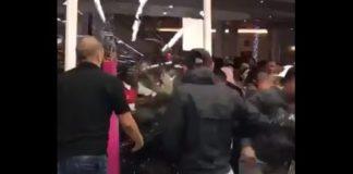 Um vídeo que mostra alguns segundos de horror na Black Friday