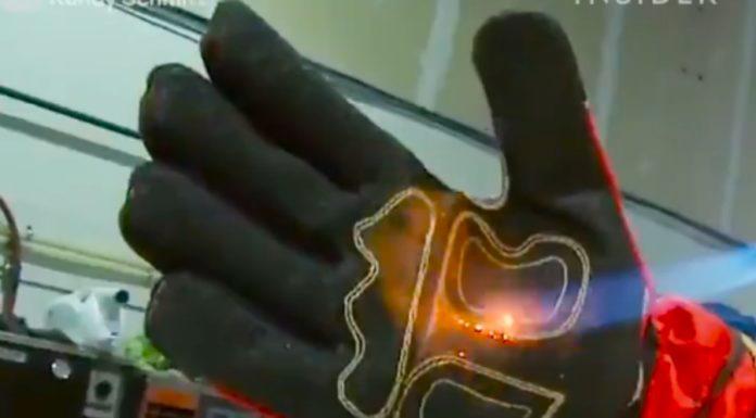 Schmitz Mittz: Pode usar essa luva e dar uma martelada violenta na mão que não tem problema