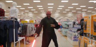 Star Wars em público, no supermercado: porrada!
