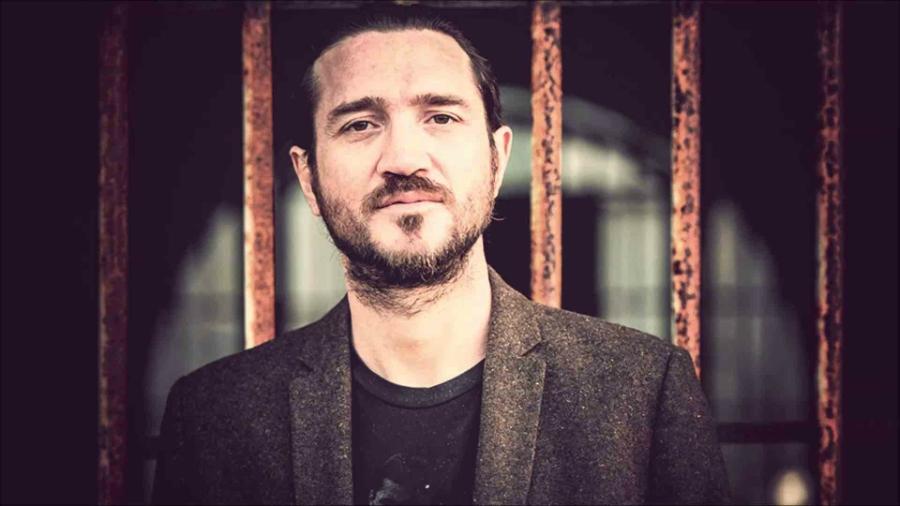 Esquecemos de ver o que John Frusciante andava fazendo, e Trickfinger II saiu