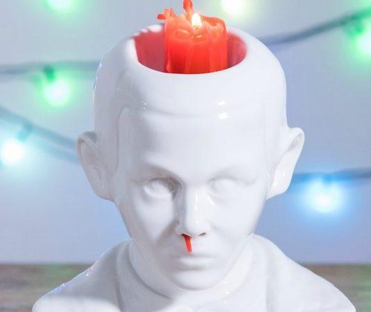 """Inventaram um castiçal da Eleven, de Stranger Things que """"sangra"""" pelo nariz"""