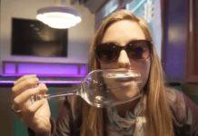 Como quebrar um copo de vinho com a própria voz