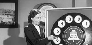 Aprendendo a usar o telefone de disco em 1940