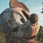 Flip Hodas: ícones da cultura pop abandonados em espaços distópicos