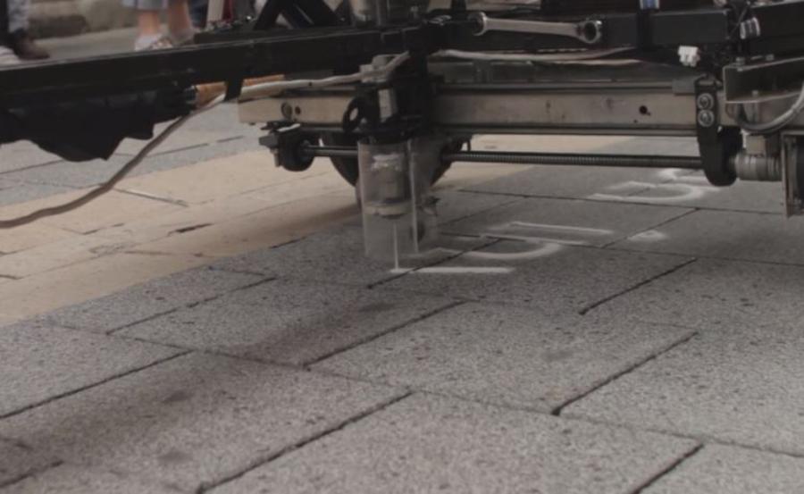 Skyrf: robô escrevendo poesias com areia
