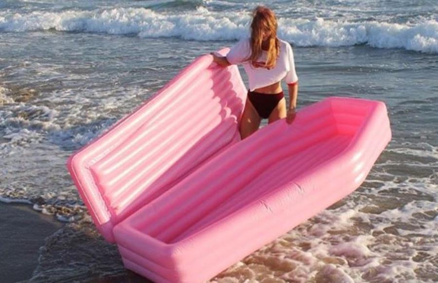 Inventaram um caixão inflável, o Pom Pom Floats