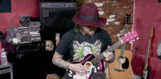 Essa turma do som pesado e seus instrumentos maravilhosos da... Hello Kitty