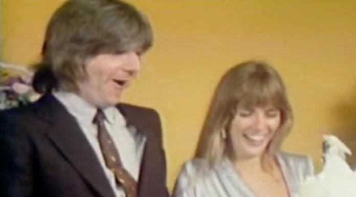 Nick Lowe casando (de verdade!) no clipe de Cruel To Be Kind