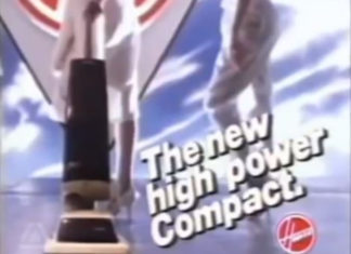 Brian Johnson fazendo jingle de aspirador de pó