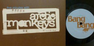 O primeiro compacto dos Arctic Monkeys, de 2005