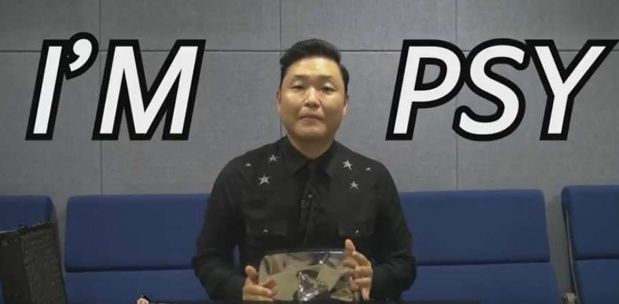 Psy ganha troféu do YouTube
