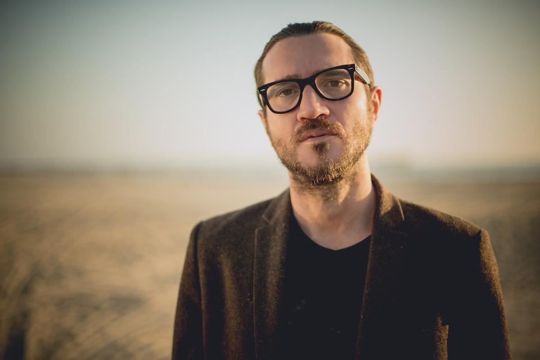 Vazaram cinco segundos de John Frusciante tocando sintetizador e os fãs ficaram malucos