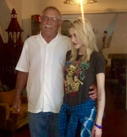 Pai e filha de Kurt Cobain juntos em foto