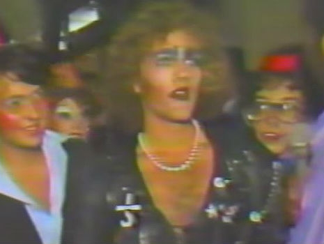 "Michael Stipe adolescente, na plateia de ""The Rocky Horror Picture Show"""