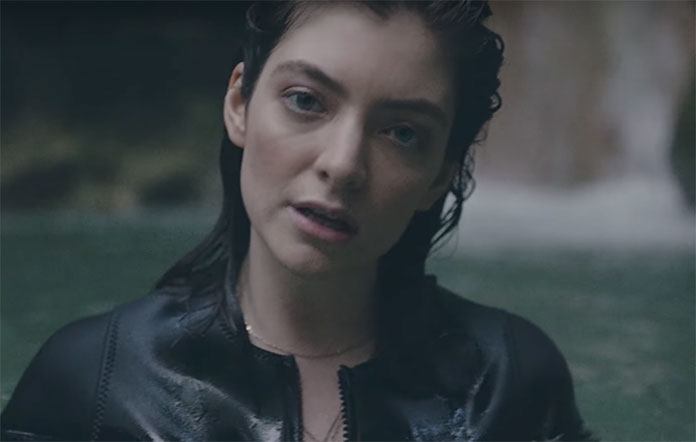 """Lorde canta """"In the air tonight"""", de Phil Collins - veja"""
