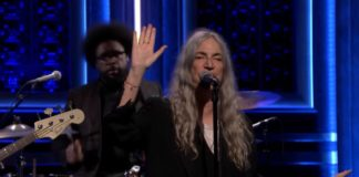 "Patti Smith e família no Jimmy Fallon, com ""People have the power"""