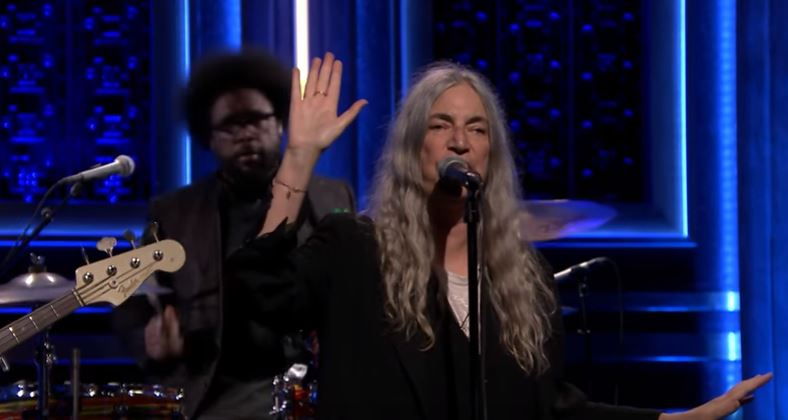 Patti Smith e família no Jimmy Fallon, com
