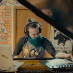 Olha esse cara tocando solos de Slash e Kirk Hammett no piano