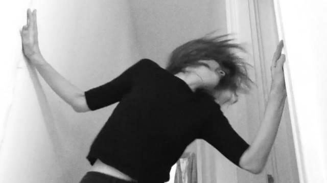 Juliana Hatfield na maior animação no clipe de