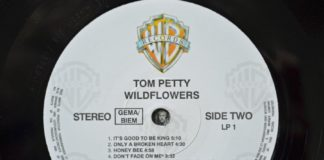 O selo do LP original de Wildflowers, de Tom Petty