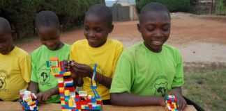 Um garoto de 11 anos chamado Micah Slentz está enviando caixas e mais caixas de Lego para a África