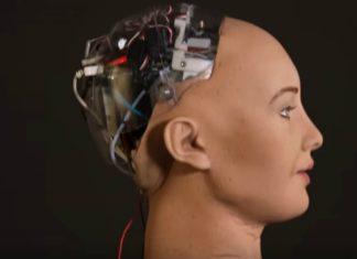 """Robô Sophia diz que quer """"desenvolver emoções humanas no futuro"""""""
