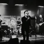 "U2 no vídeo de ""Blackout"""