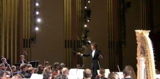 Orquestra dá um susto num coitado que dormiu durante encenação de balé