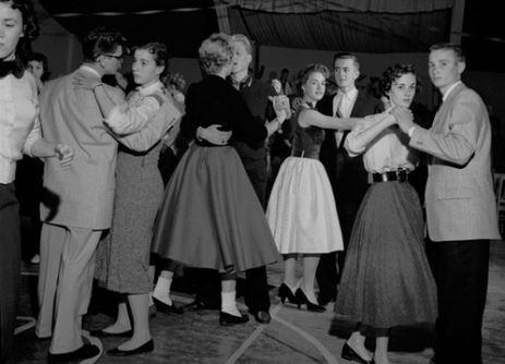 Descobriram uma molecada dançando ao som do Velvet Underground em 1956!
