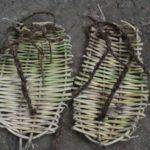 Como fazer um par de sandálias usando material catado no mato