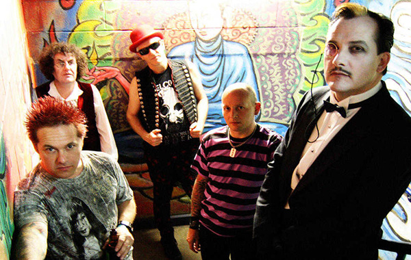 The Damned volta com disco e single novos