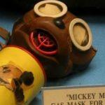 Fizeram uma máscara contra gases do Mickey, para crianças