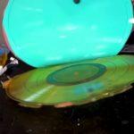 Como piratear um vinil em casa usando silicone e resina