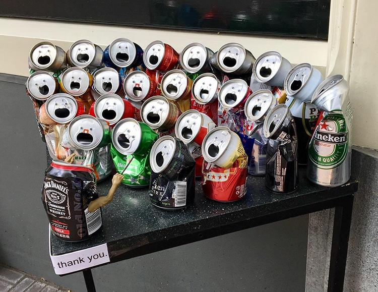 Tá aí um uso legal para suas latas de cerveja descartadas