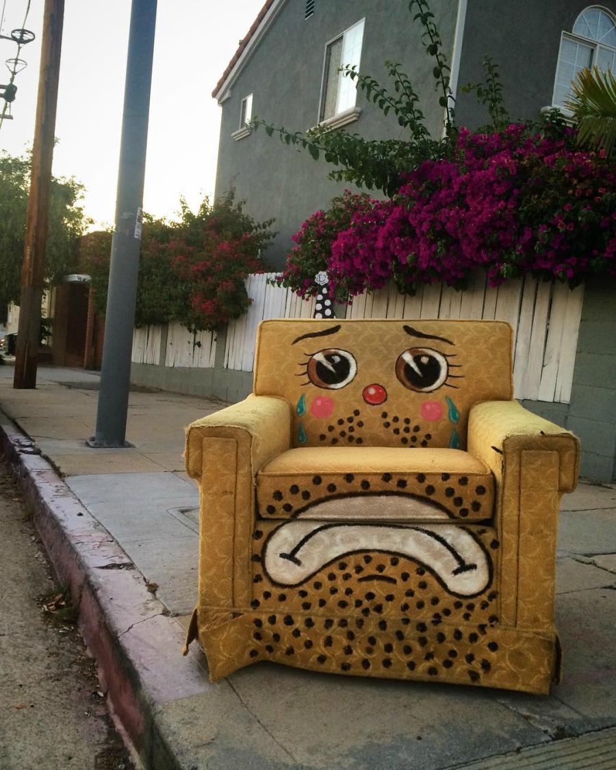 Lonesome Town: objetos deixados na rua transformam-se em palhaços tristes