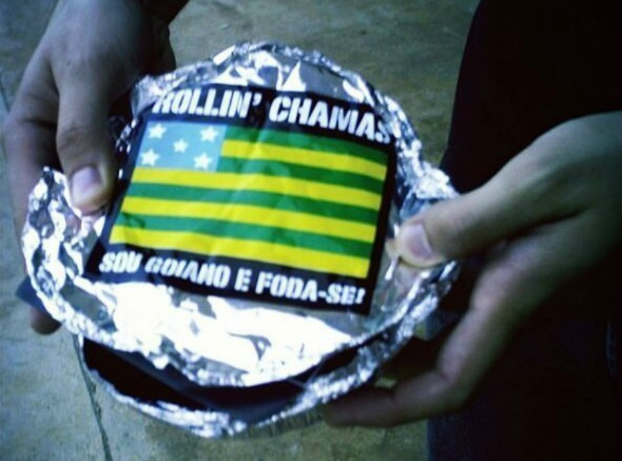 Disco do Rollin' Chamas vendido em embalagem de marmita (!) sai no formato digital