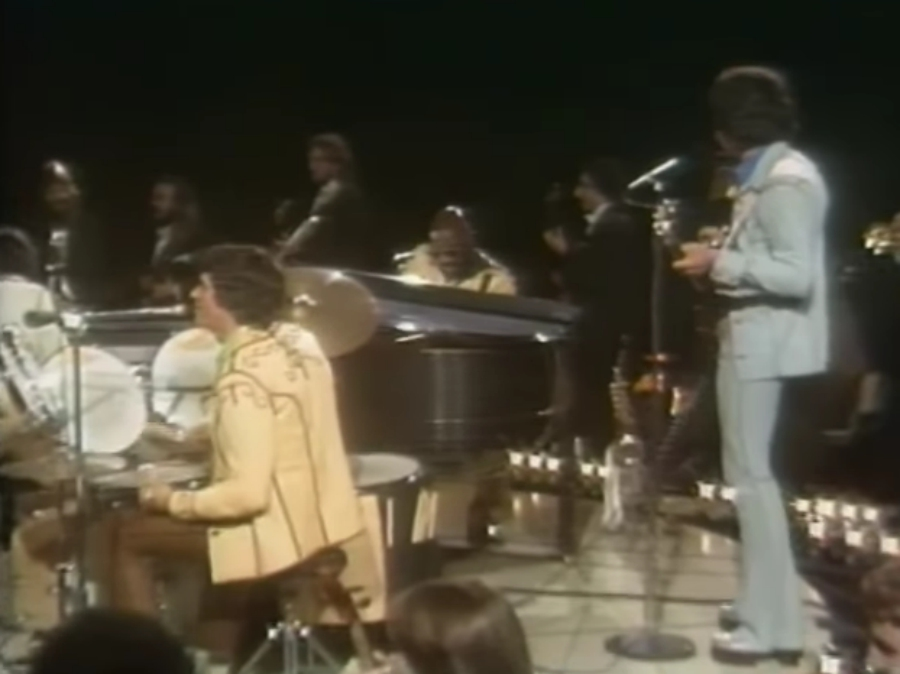 Osmonds e Isaac Hayes tocando Feelin' alright