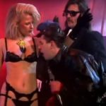 Relax: Frankie Goes To Hollywood, Lemmy Kilmister e uma stripper na TV