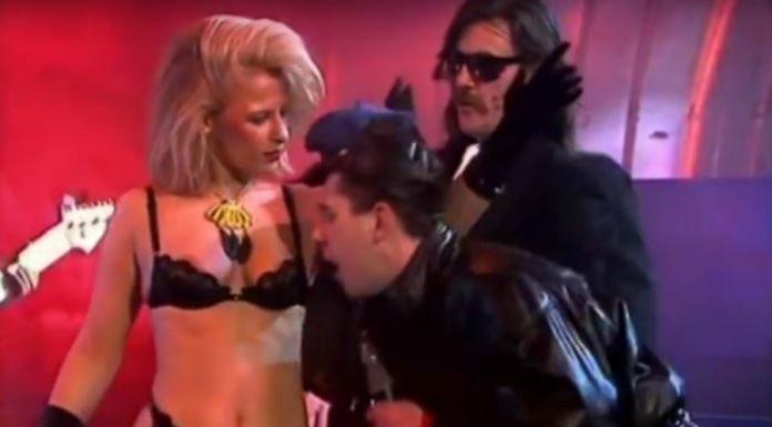 Relax: Frankie Goes To Hollywood, Lemmy Kilmister e uma stripper na TV