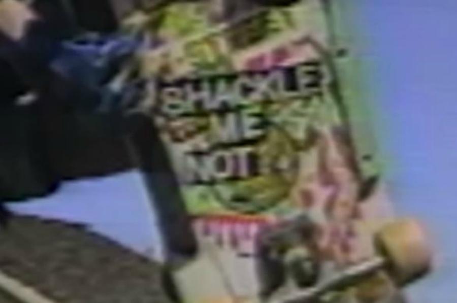 Patife Band e Voluntários da Pátria em vídeo clássico de skate, Shackle Me Not
