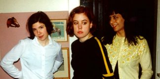Sleater-Kinney aterrorizando geral num show em loja de discos, em 1997