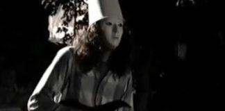 Buckethead enfileirando solo atrás de solo numa festa de família em 1991