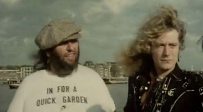 Peter Grant e Robert Plant adiantando o filme do Led Zeppelin na TV