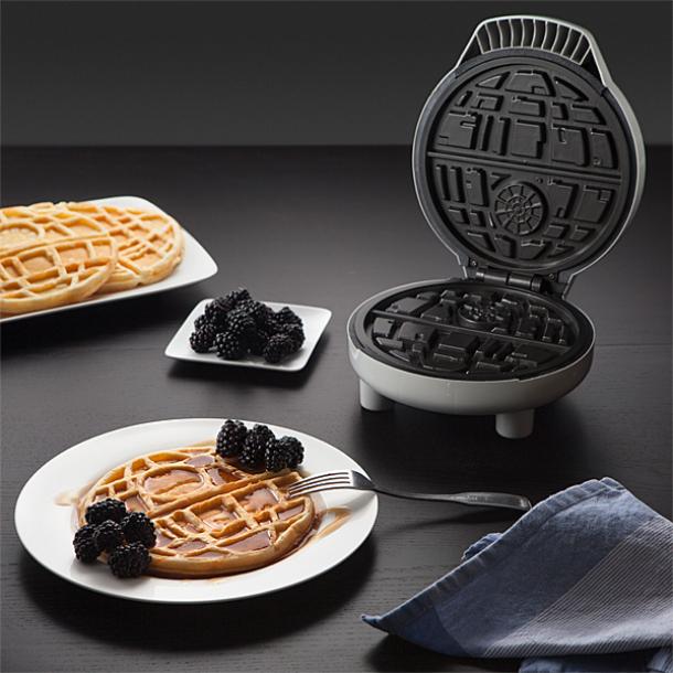 Tá a fim de comer waffles no formato da Estrela da Morte de Star Wars?
