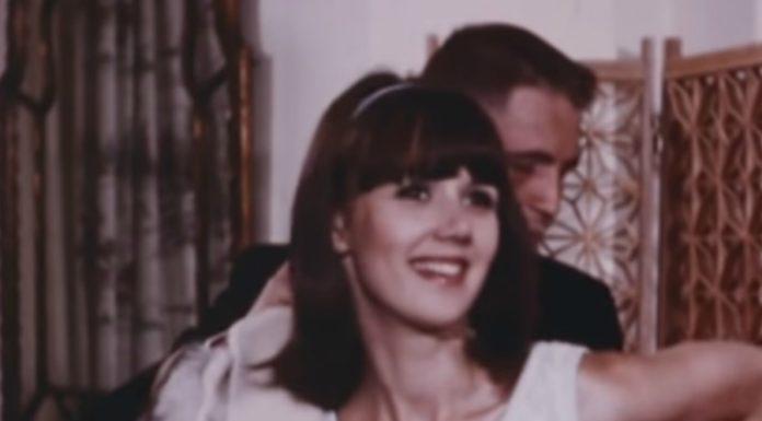 Um filme maluco da marinha americana ensinando a se dar bem com garotas morenas