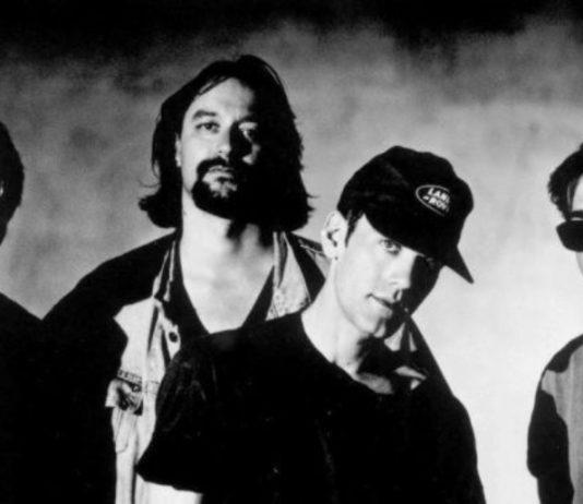 Bingo Hand Job, projeto-de-uma-noite-só do R.E.M., em disco oficial