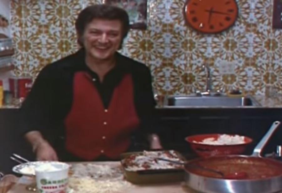 Liberace ensina você a fazer lasanha