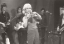Debbie Harry no TV Party ensinando a dançar o pogo